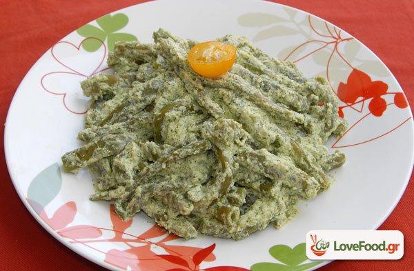Φασολάκια τσαούλια σαλάτα με σάλτσα ανθότυρου