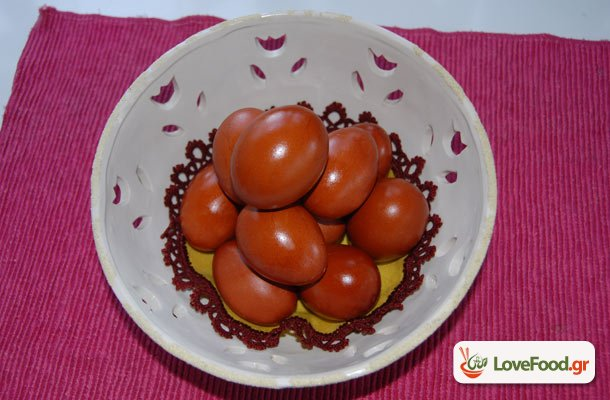 Βάφουμε αυγά με κρεμμύδια