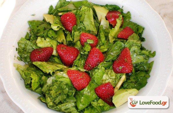 Σαλάτα μαρούλι με φράουλες και αβοκάντο