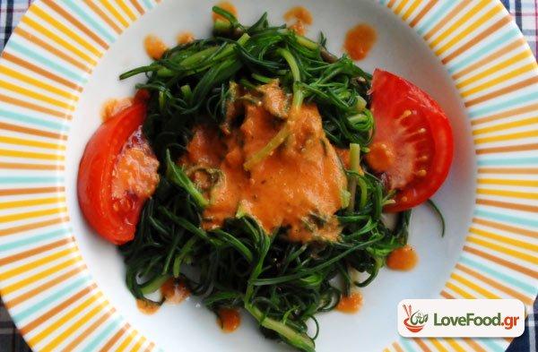 Σαλάτα με αλμυρίκια & άρωμα ντομάτας, αλμύρα στο πιάτο.