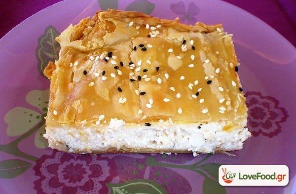Τυρόπιτα με κρέμα μπεσαμέλ. Μπέσαμε-λ μούτσο