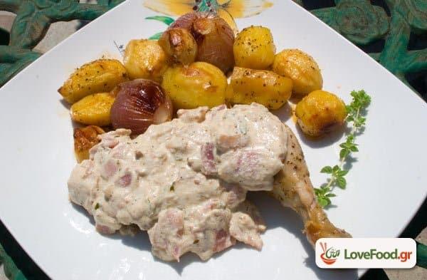 Ψητό κοτόπουλο με σως γιαουρτιού & μπέικον, κοκομπέικον.