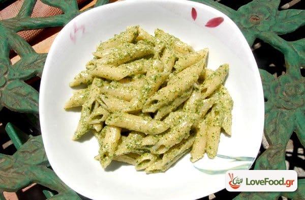 Πέστο Βασιλικού (pesto al genovese) με ζυμαρικά, κάντο κλασσικά.