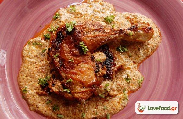 Κοτόπουλο κοκκινιστό με γιαούρτι στον φούρνο.