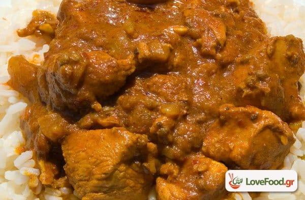 Κότοπουλο κάρυ (chicken curry), μερικοί το προτιμούν καυτό.