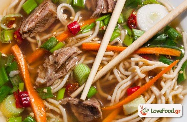 Σούπα νουντλς με μοσχάρι (beef noodle soup), πάρτο αλλιώς.