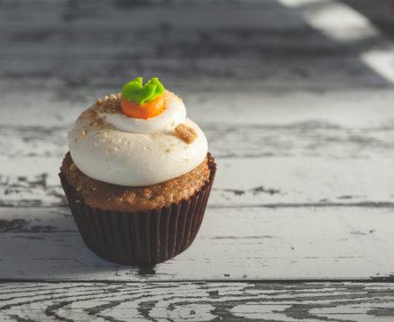 Κεκάκια καρότου, mini carrot cakes.  Mικρά και θαυματουργά.
